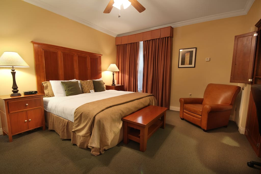 *Not available to book via airbnb, please directly contact host. Veranda King [Rate/Night: $129.00] and Carriage House [Rate/Night: $116]: King Bed