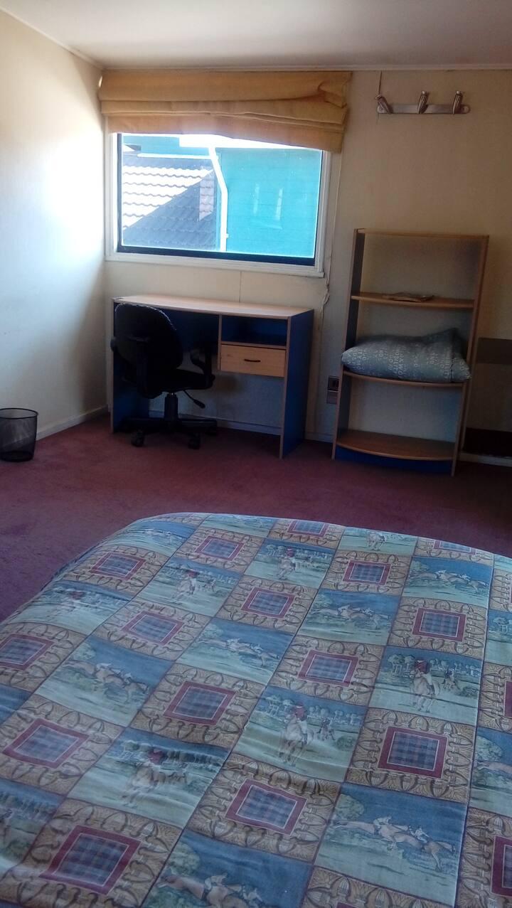 Dormitorio completo ( sabanas, frazadas ) privado