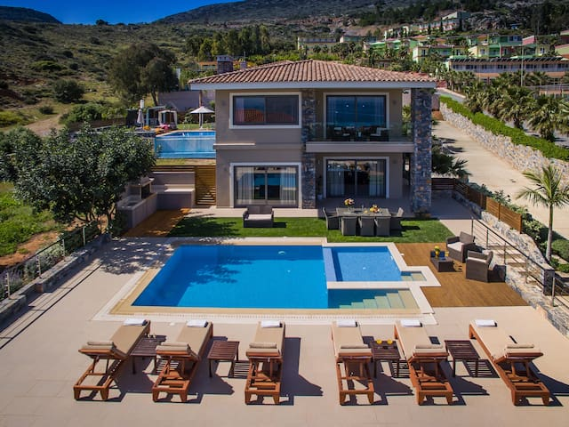 Luxury holiday Villa with sea view and heated pool