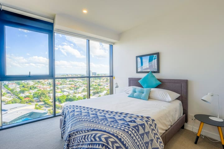 Lovely and Convenient, Home Style Apt at SouthBank