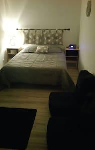 Chambre cocoonimg & spacieuse. 2per - Blacé