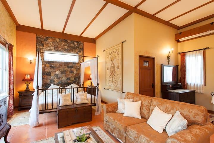 European Suite in Countryside Villa