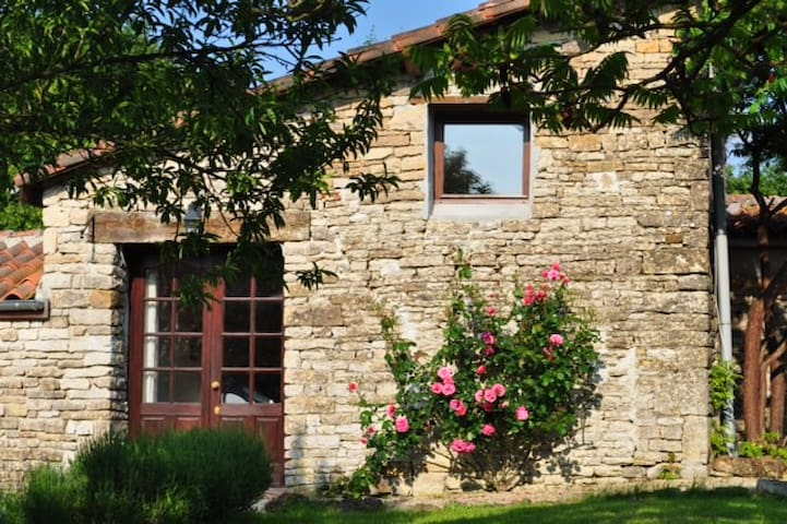 Olive cottage with shared pool - Brettes