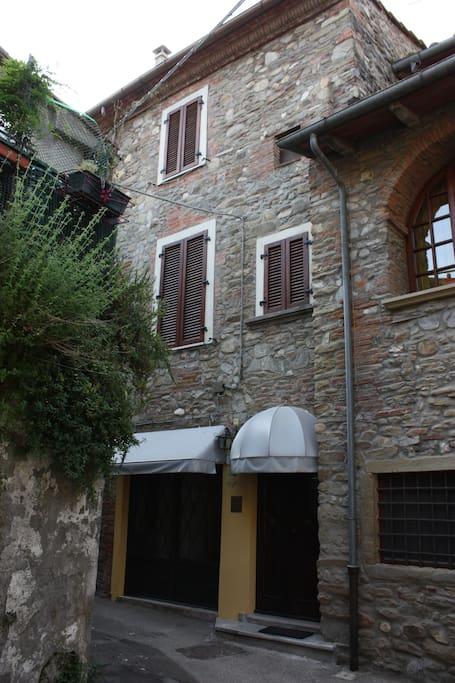 L'esterno della casa
