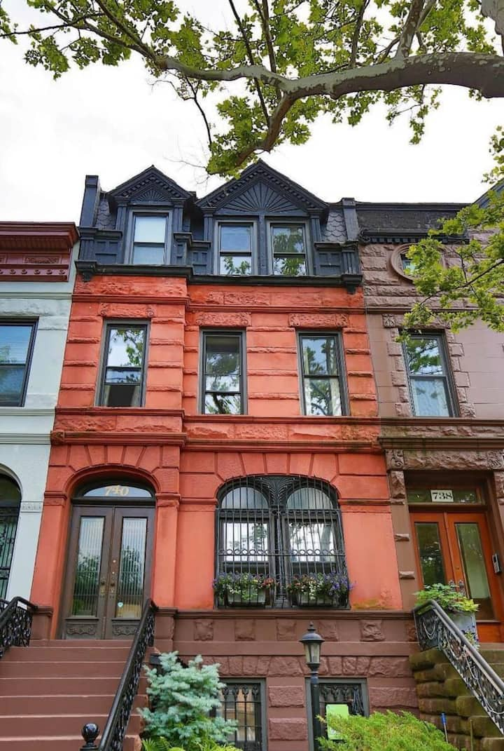 1899 Historic Luxury Brooklyn Brownstone (Vintage)