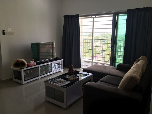 Safe and quiet condo for your city getaway - Puchong