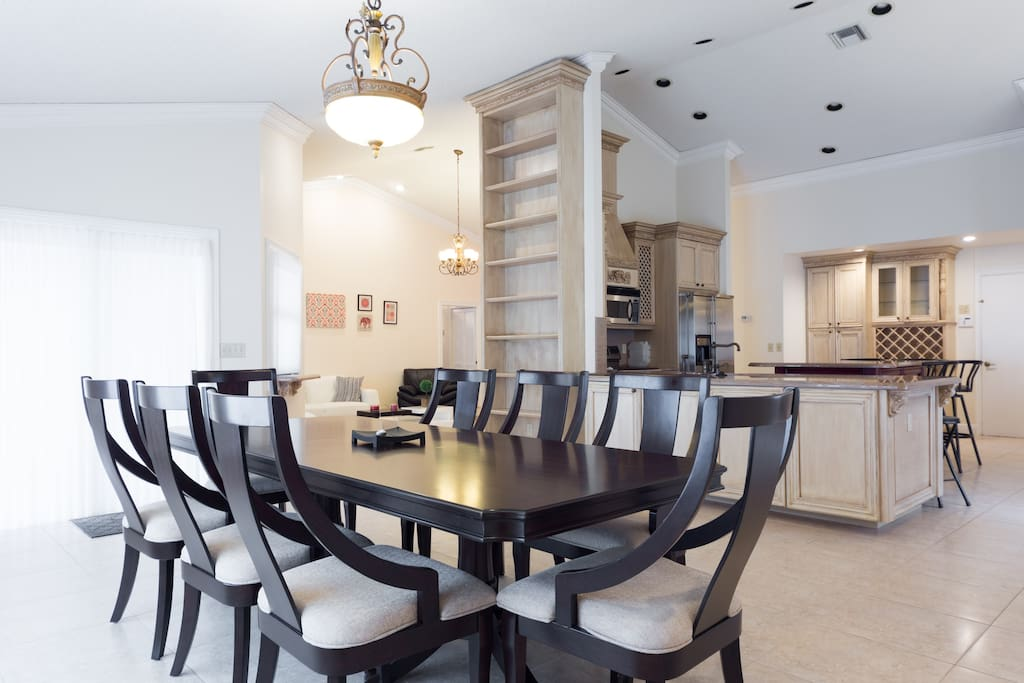 Dining Room with 8 pl