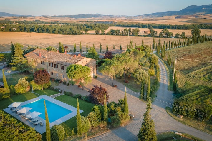 Villa Cassia - Holiday Country House with private swimming pool in Val d'Orcia, Tuscany