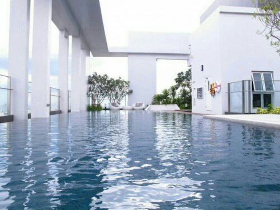 Rooftop salt pool with 360 degree city view. Open daily 6.00am - 10.00pm.