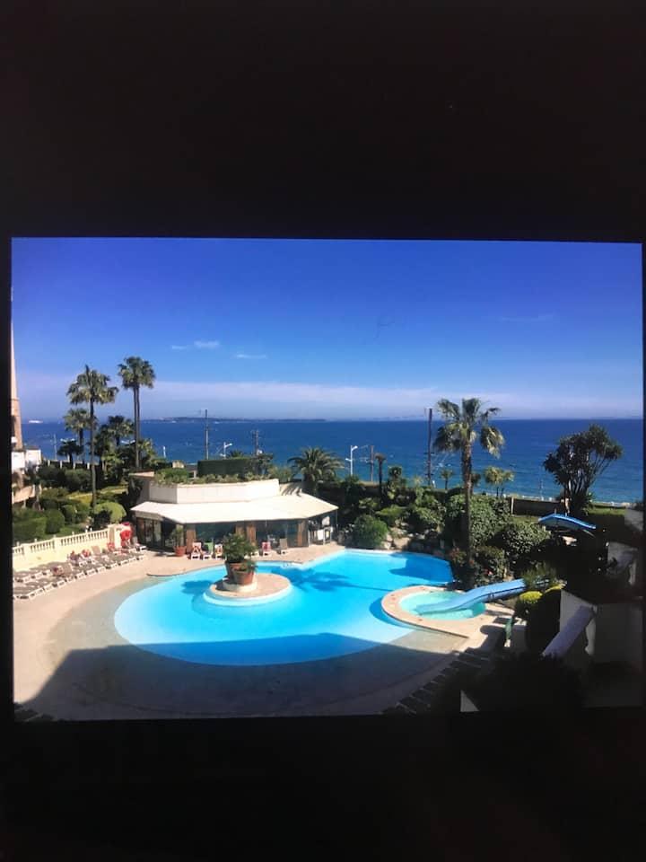 F2 de standing, vue sur la mer, îles et piscine