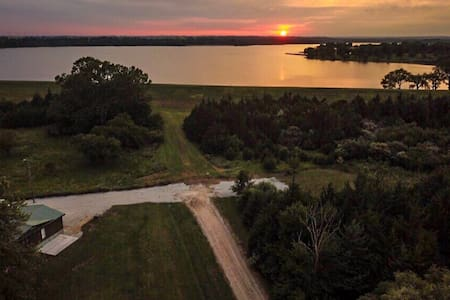 3 Bed, 2 Bath Furnished House Next To Pawnee Lake