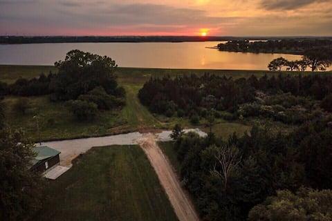 Furnished Acreage Next To Pawnee Lake - Sleeps 12!