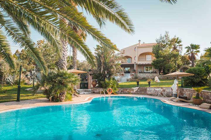 Luxury Villa with pool near ATH airport