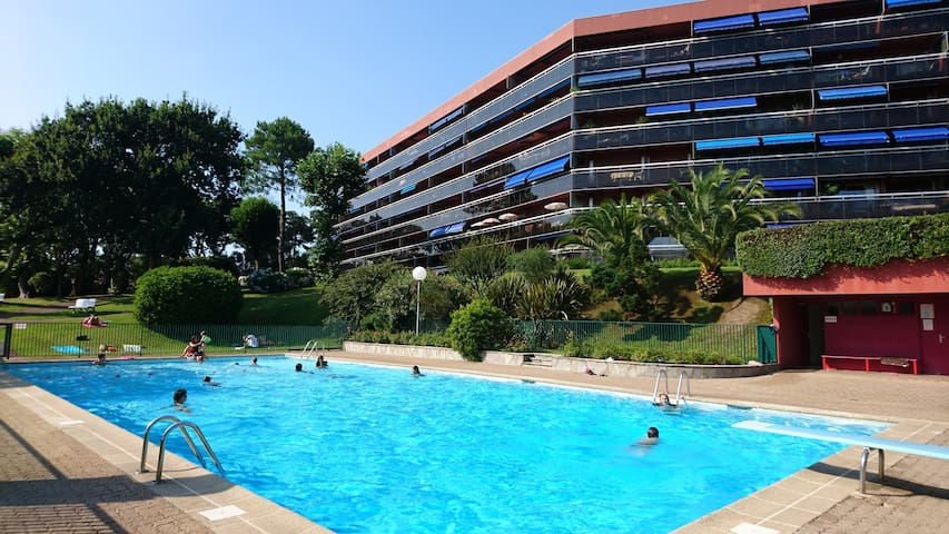 Appartement 2P avec terrasse, parking, piscine.