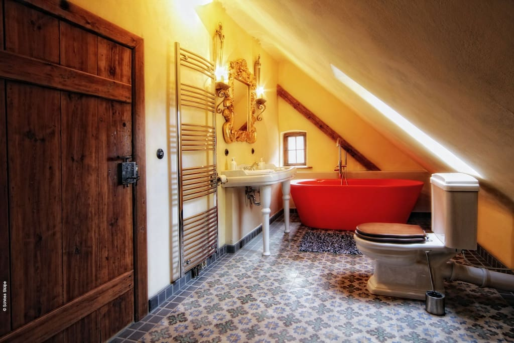 Badezimmer Alte  Schmiede mit Designerbadewanne + Dusche
