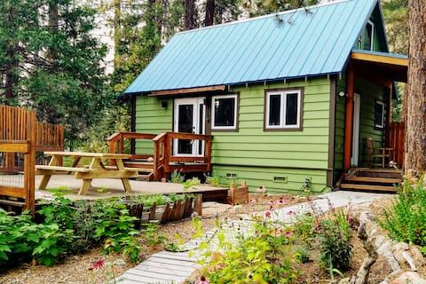 Contemporary Craftsman 2BR Dream Cabin