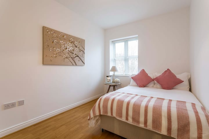Spacious and Bright 2 Bed Apt - GRAND CANAL DUBLIN