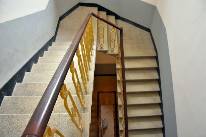 Scale d'ingresso dell'appartamento