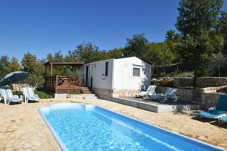 Welcoming Holiday Home in Ugljane with Swimming Pool
