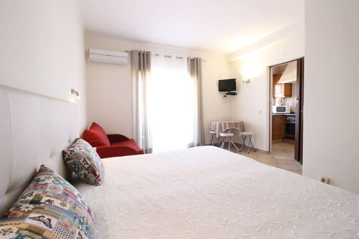 Dinita Apartamentos (estudio) 700 metros da praia