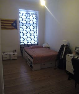 Single room in big shared apt in Østerbro