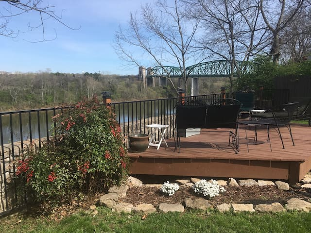 Riverfront Home 15 minutes to downtown Nashville! - Nashville - Casa