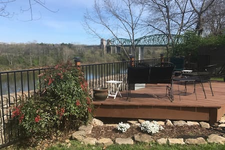 Riverfront Home 15 minutes to downtown Nashville! - 那什維爾 - 獨棟
