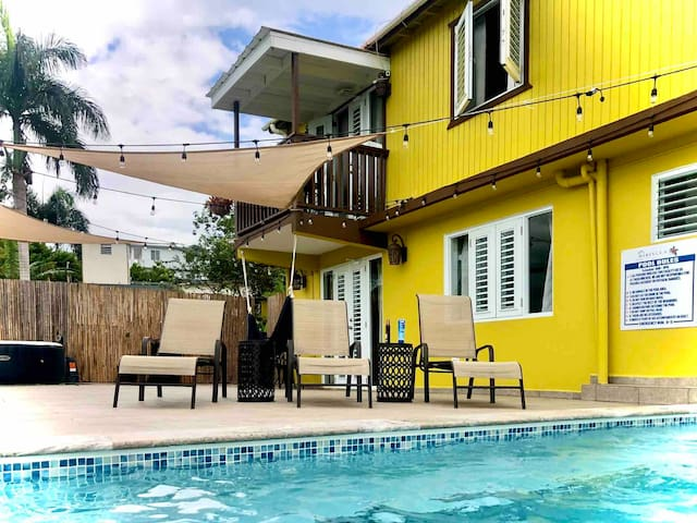 Hibiscus PR Suite#1 Private balcony with pool view