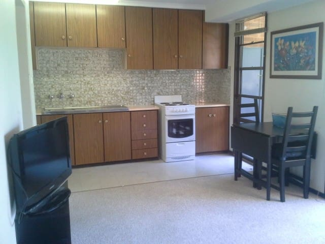 LYNEHAM - Great Location - Lyneham - Appartement