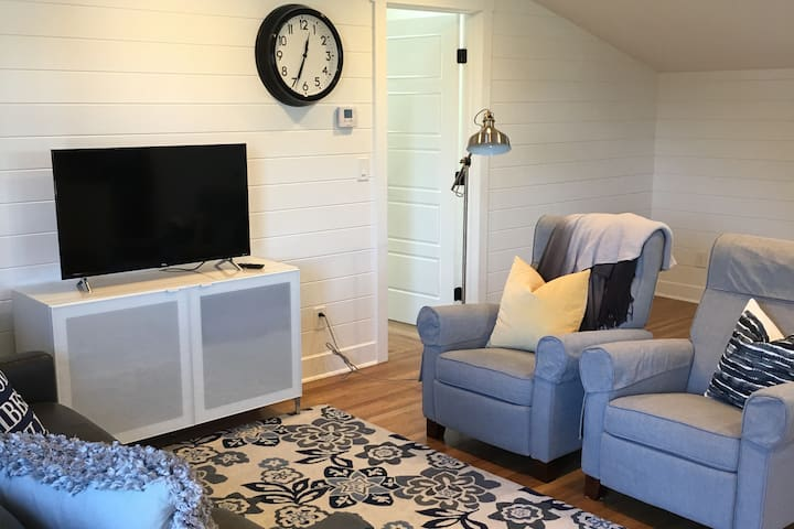 """Centrally located 1 BD """"Little Orchard View"""" Loft"""
