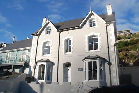 The Victorian House B&B - Dartmouth - Aamiaismajoitus