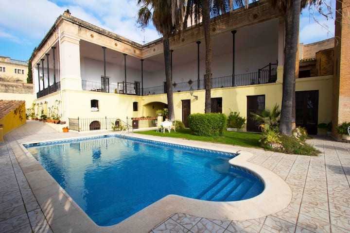Catalunya Casas: Impressive Mansion Banyeres for up to 40 people!