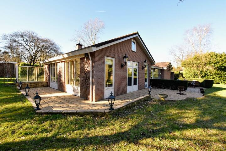 Espaciosa casa de vacaciones en Guelders cerca del bosque