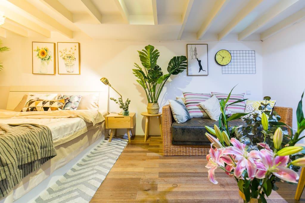 二楼次卧的休息室 柔软的沙发供其休息