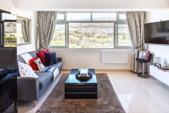 STUNNING Cape Town views near V&A Waterfront! - Stylish Apartment