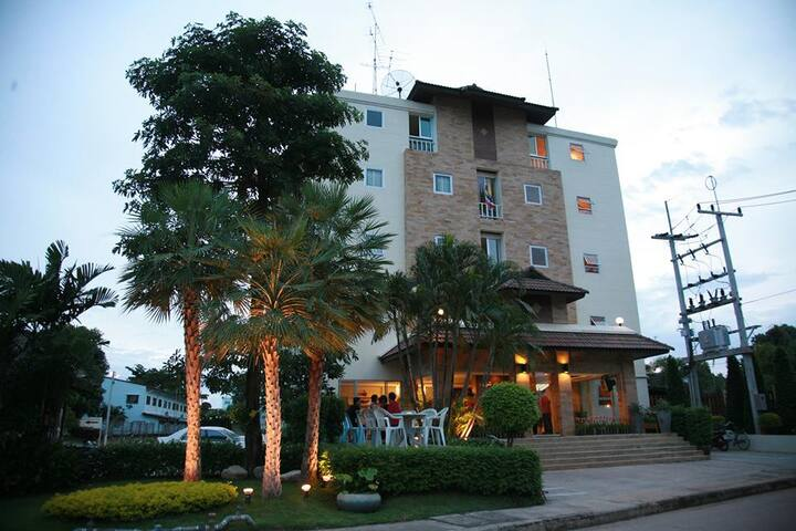 Suklutai Hotel & Serviced Apartment Bangkhla - Bang Khla - Hotellipalvelut tarjoava huoneisto
