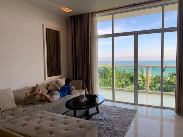 Muine luxury beach front 3-bedroom apartment