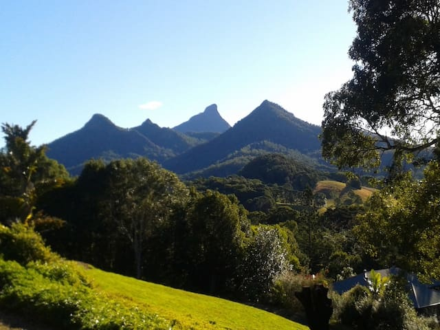 Mt Warning views, private entrance, en-suite