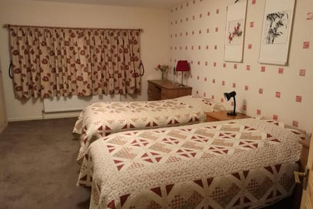 Large, lovely twin room close to Bath - Bathford - Haus
