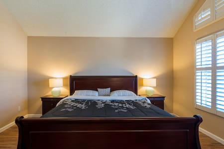 Grand Master Bedroom with private bathroom - San Jose