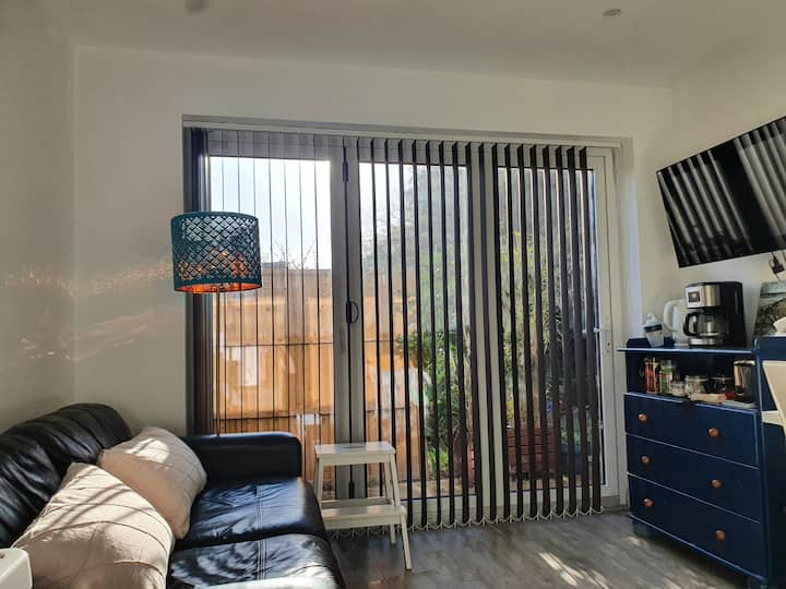 Private room, own access, ensuite bathroom,parking