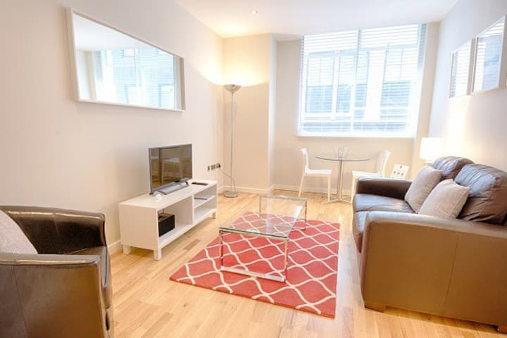 Conveniently located apartment for 2 in London