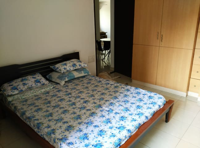 Private room in a Comfortable 3BHK for women - Mumbai - Lägenhet