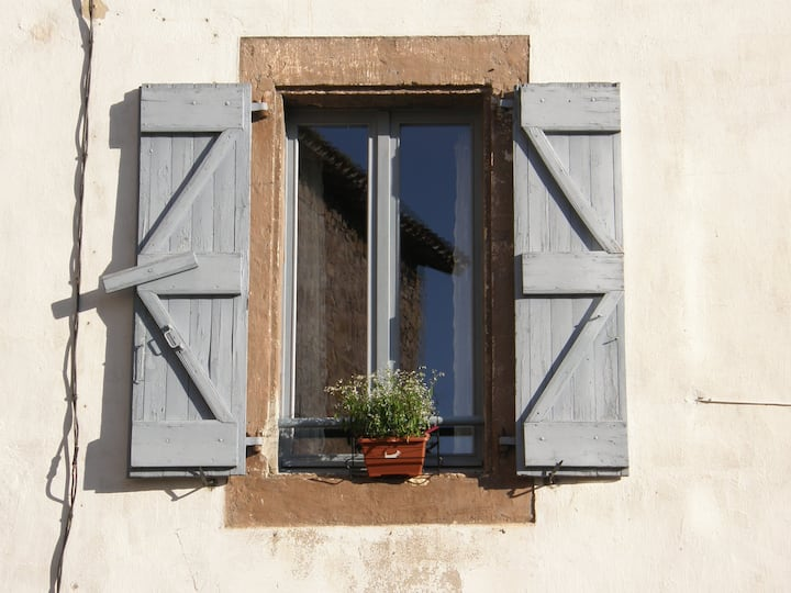 A charming cottage at the foot of Cordes sur ciel