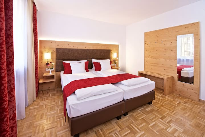 Aparthotel in Munich - 3 Rooms - Rustikal Style