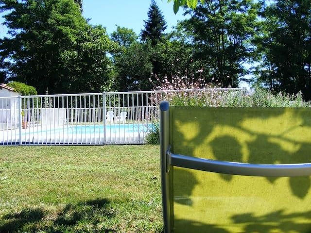 Prairies de Latry, Le Pigeonnier, logement entier - Ronsenac - Alojamiento vacacional