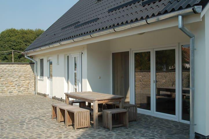 Villa in porambacu de sus