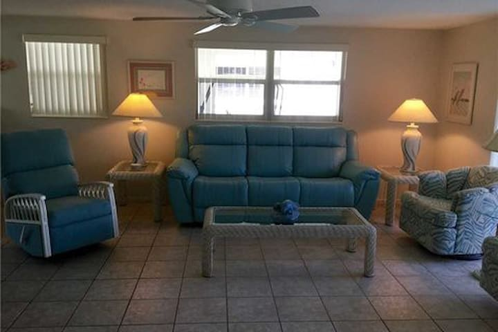 Island House Beach Resort V23 - Siesta Key - Villa