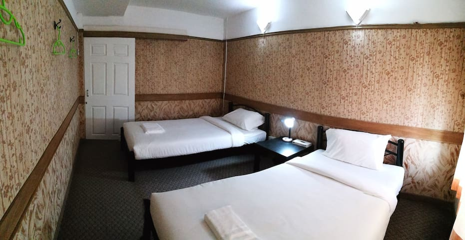 T Y Guest House (Twin Bed 1)