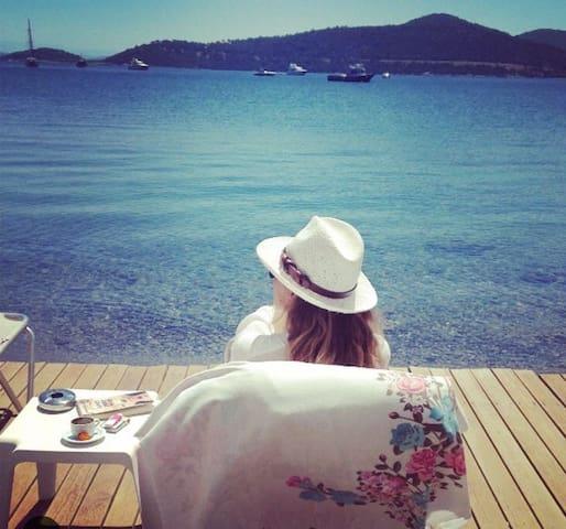Muğla Göltürkbükü Hebilköy denize 50 m yazlık ev - Bodrum - House